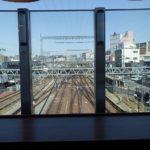鉄道を眺めながら古米のおにぎりモーニング
